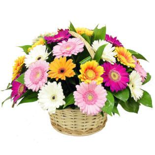 Цветы в корзинке с герберами